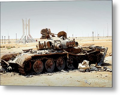 A T-80 Tank Destroyed By Nato Forces Metal Print by Andrew Chittock