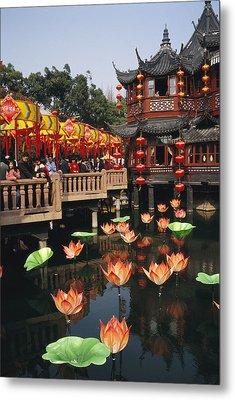 A Tea House In Shanghais Yuyuan Garden Metal Print by Justin Guariglia
