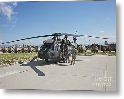 A Uh-60l Blackhawk Parked On Its Pad Metal Print by Terry Moore