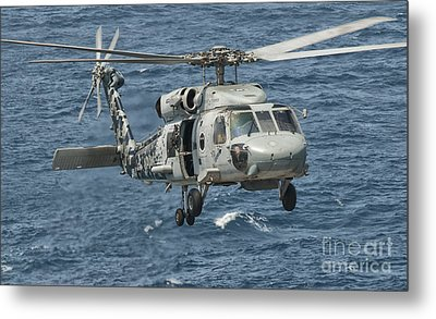A Us Navy Sh-60f Seahawk Flying Metal Print by Giovanni Colla