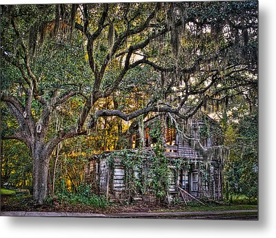Abandoned But Not Forgotten Metal Print by Andrew Crispi