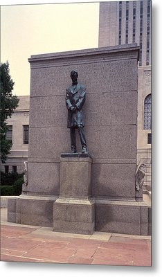 Abraham Lincoln Statue Metal Print by Granger