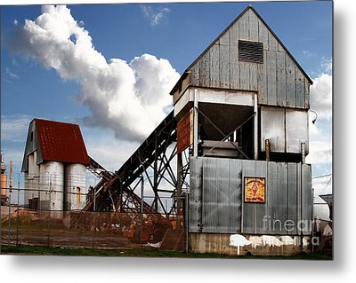 Alive And Well In America . The Old Industrial Sand Plant In Berkeley California . 7d13952 Metal Print by Wingsdomain Art and Photography