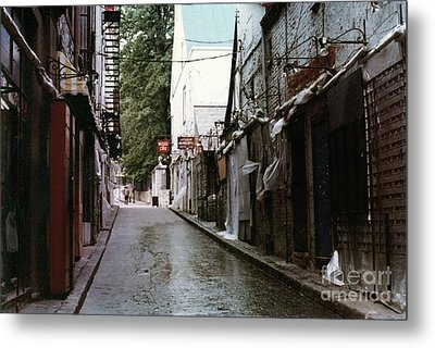 Alley In Old Quebec Metal Print by Cedric Hampton