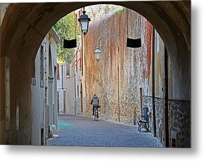 An Arch In Arco Metal Print