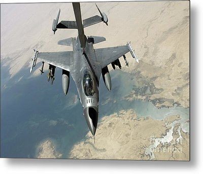 An F-16 Fighting Falcon Refuels Metal Print by Stocktrek Images