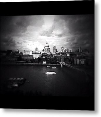 Back In London Metal Print by Ritchie Garrod