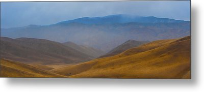 Metal Print featuring the photograph Bakersfield Horizon by Hugh Smith