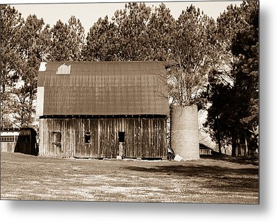 Barn And Silo 1 Metal Print by Douglas Barnett
