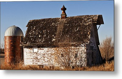 Barn And Silo Metal Print by Edward Peterson
