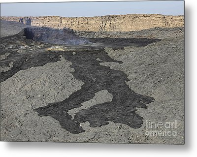 Basaltic Lava Flow From Pit Crater Metal Print by Richard Roscoe