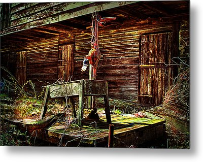Beaten Down Barn Building Metal Print by Trudy Wilkerson