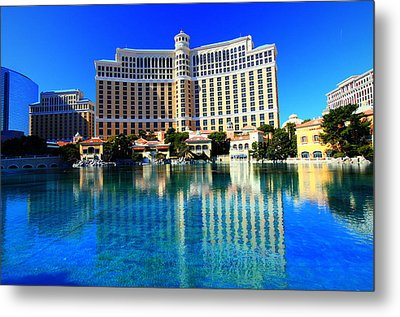 Bellagio Waters Metal Print by Linda Edgecomb