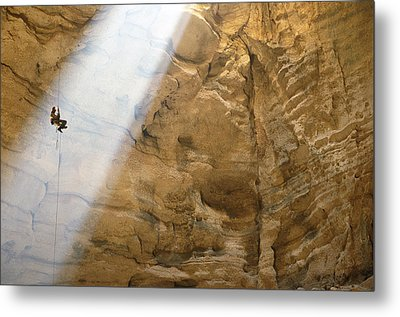 Ben Caddell Descends Majlis Al Jinn Metal Print by Stephen Alvarez