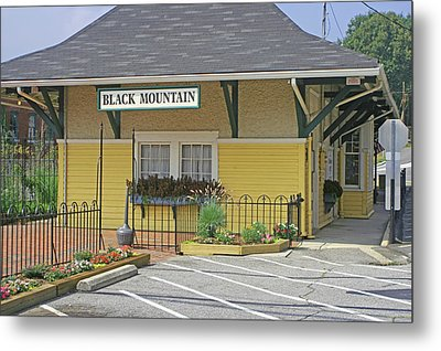Metal Print featuring the photograph Black Mountain Train Depot by Lou Belcher