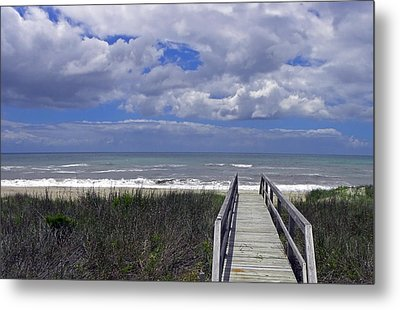 Boardwalk To The Beach Metal Print by Sandi OReilly