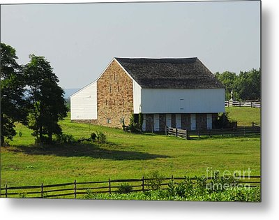 Metal Print featuring the photograph Brian Barn At Gettysburg by Cindy Manero