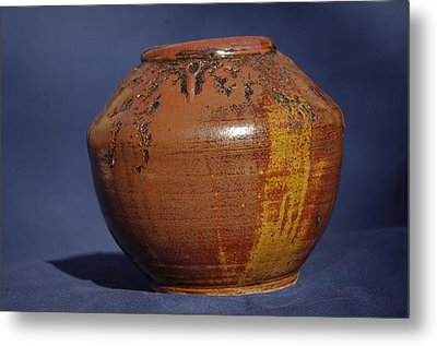 Brown Vase Metal Print by Rick Ahlvers