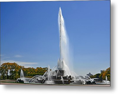 Buckingham Fountain - Chicago's Iconic Landmark Metal Print