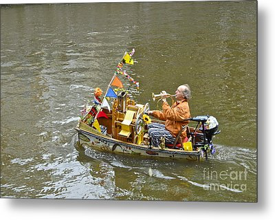 Busker On Canal Metal Print by Ed Rooney