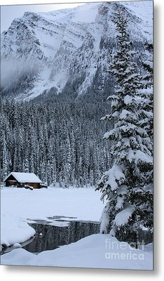 Metal Print featuring the photograph Cabin In The Snow by Alyce Taylor