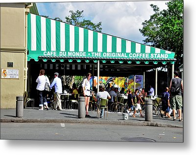 Metal Print featuring the photograph Cafe Du Monde by Helen Haw