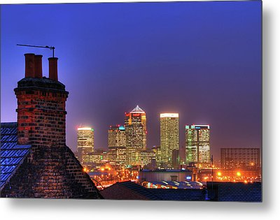 Canary Wharf Metal Print by Andy Linden