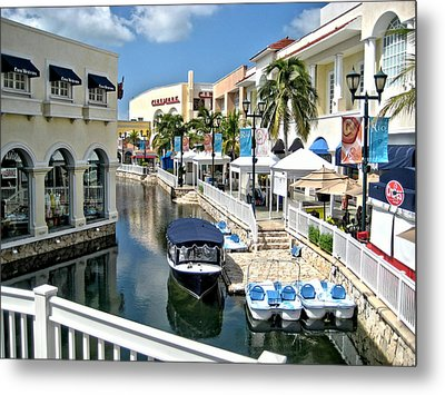 Metal Print featuring the photograph Cancun Shopping by Rob Green