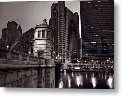Chicago River Bridgehouse Metal Print by Steve Gadomski