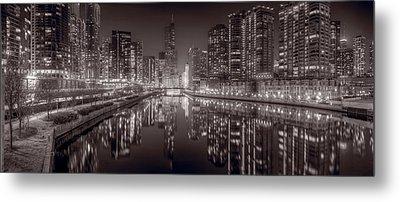 Chicago River East Bw Metal Print by Steve Gadomski