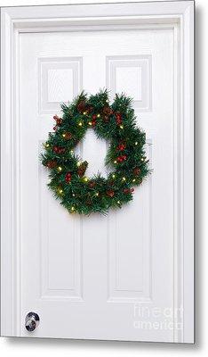 Chrismas Wreath On A White Door Metal Print by Richard Thomas