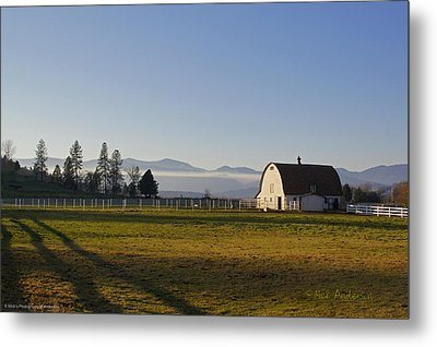 Classic Barn In The Country Metal Print by Mick Anderson