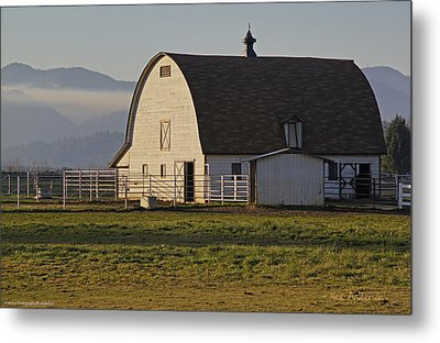 Classic Barn Near Grants Pass Metal Print by Mick Anderson