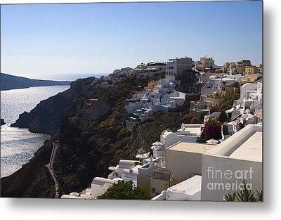 Metal Print featuring the photograph Cliff Side by Leslie Leda