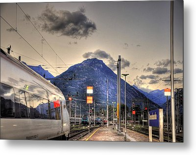 Coming Around The Mountain Metal Print by Barry R Jones Jr