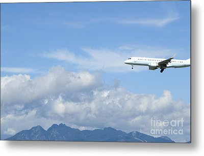 Commercial Airliner Coming In For A Landing Metal Print by Marlene Ford