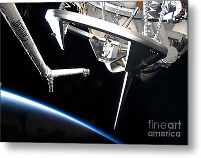Components Of Space Shuttle Discovery Metal Print by Stocktrek Images