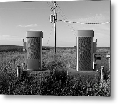 Connection In Vacuum Metal Print by Lin Haring