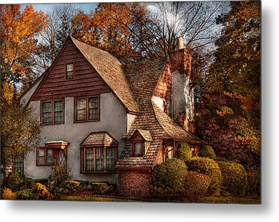 Cottage - Westfield Nj - Family Cottage Metal Print by Mike Savad