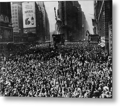Crowds In Times Square, New York Metal Print by Everett