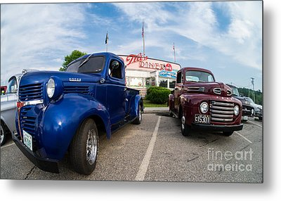 Cruise Night At The Diner Metal Print by Edward Fielding