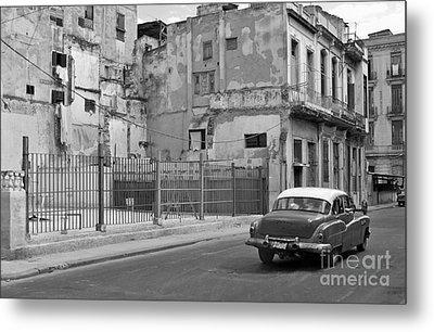 Metal Print featuring the photograph Cuban Car by Lynn Bolt