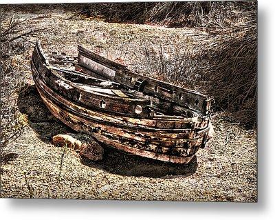 Desert Boat Metal Print by Danuta Bennett