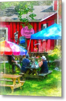 Dining Al Fresco Metal Print by Susan Savad