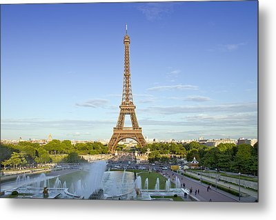Eiffel Tower With Fontaines Metal Print by Melanie Viola