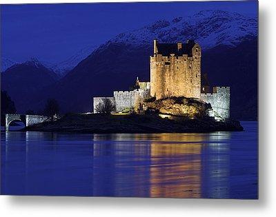 Eilean Donan Castle Metal Print by Duncan Shaw