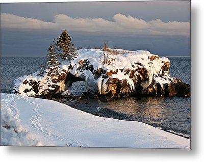 Evening At Hollow Rock Metal Print by Tingy Wende