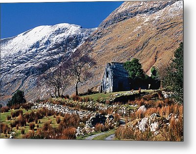 Exterior Of Rustic Home Metal Print by Gareth McCormack