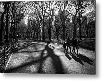 Family At Central Park In New York City Metal Print by Ilker Goksen