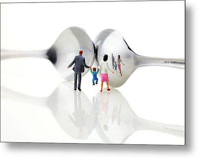 Family In Front Of Spoon Distoring Mirrors II Metal Print by Paul Ge